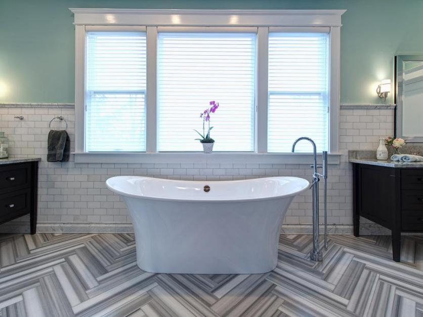 rs_joni-spear-gray-black-white-electic-bathroom-tub-window_h-jpg-rend-hgtvcom-966-725